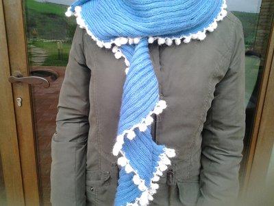 Sciarpa azzurra e bianca
