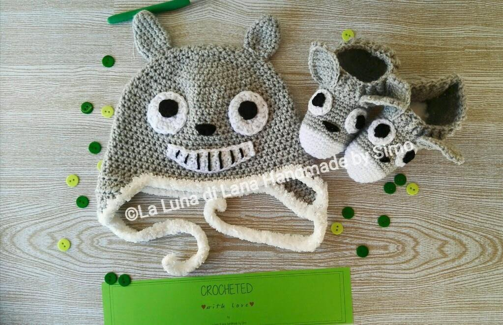 Cappellino e scarpine ispirati a Totoro per bimbo o bimba