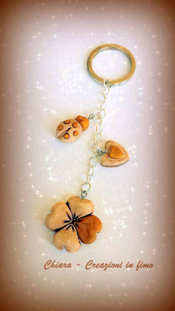 Bomboniere Portachiavi in fimo handmade quadrifoglio coccinella cuore portafortuna idea regalo donna san valentino