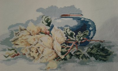 Cuscino a punto croce  vaso di rose
