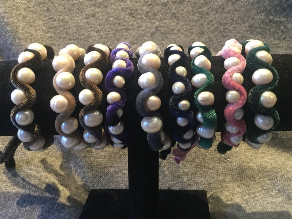 Bracciale perle  di fiume e velluto