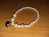 bracciale con perle bianche e rosa più ciondolo