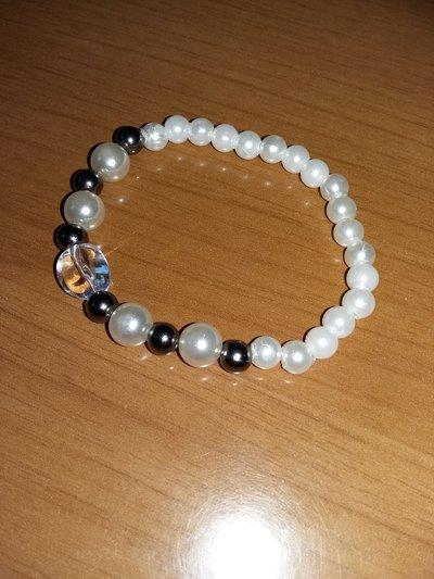 bracciale con perline bianche e argento