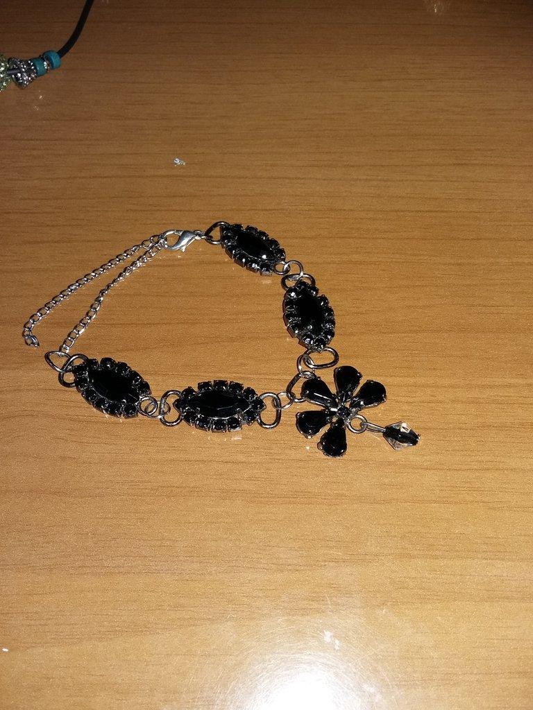 bracciale con pietre nere