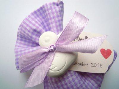 sacchettino in stoffa lilla con gessetto paperella