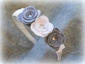 Cerchietto grigio con rose in grigio e bianco fatto a mano