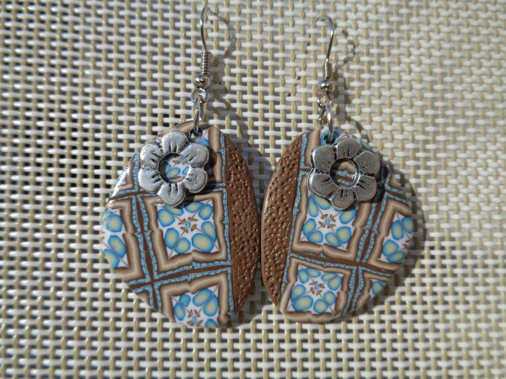 Orecchini pendenti in pasta polimerica azzurro-marrone