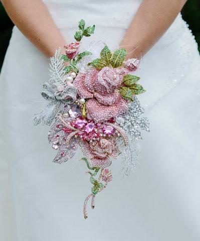 Bouquet gioiello davvero unico con ROSE DI SPILLE