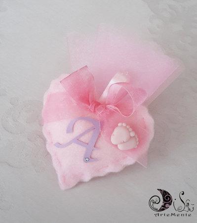 Bomboniera battesimo portaconfetti cuore in tessuto con piedini, personalizzabile
