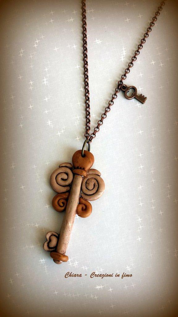 Collana con ciondolo in fimo handmade con chiave portafortuna anticata idee regalo donna