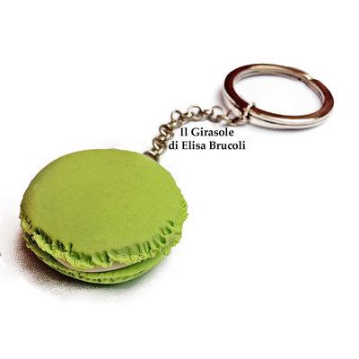 Portachiavi con Macaron in fimo verde pastello