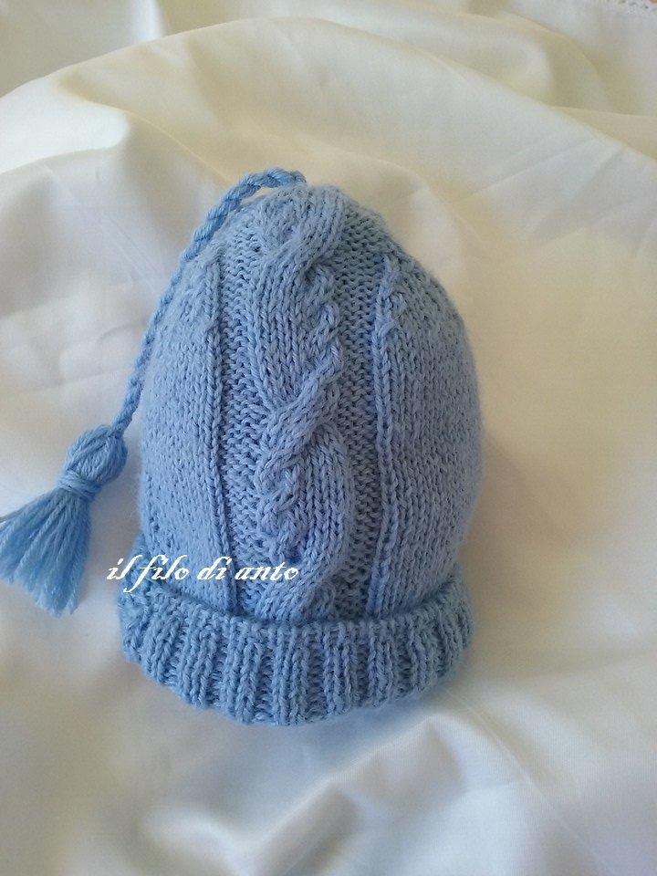 Cappello azzurro con motivo a trecce