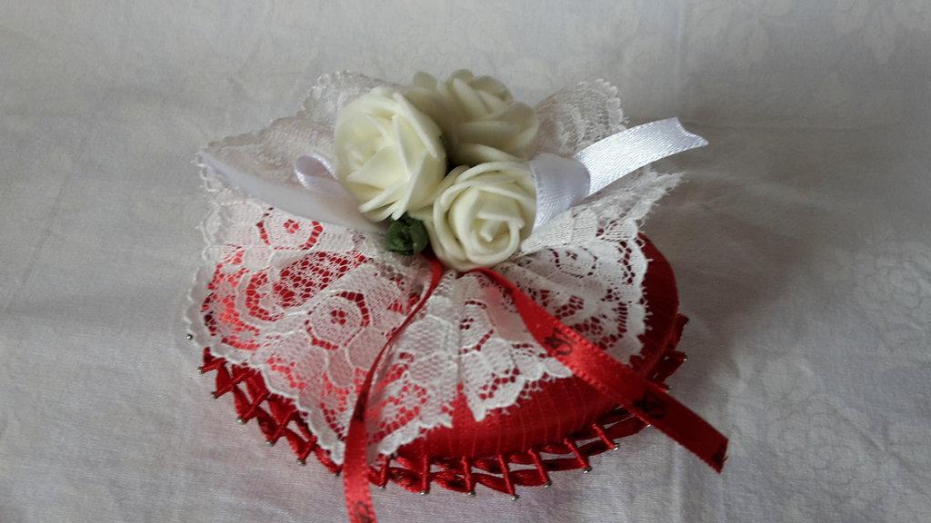 Saponetta rossa decorata