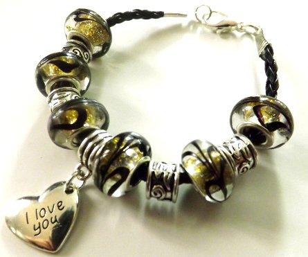 """Bracciale in pelle sintetica con perle a foro largo e ciondolo in argento tibetano """"i love you"""" idea regalo per lei"""