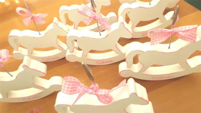 BOMBONIERA BATTESIMO NASCITA - compleanno - CAVALLO A DONDOLO in legno ( versione BIMBA)  - PORTAFOTO con PERSONALIZZAZIONE - no fimo
