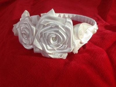 Cerchietto bianco con le roselline kanzashi fatto a mano