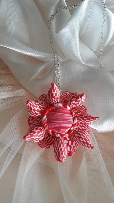Collana con Fiore Red and White Minimal.