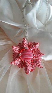 Collana con Fiore Red and White Minimal.