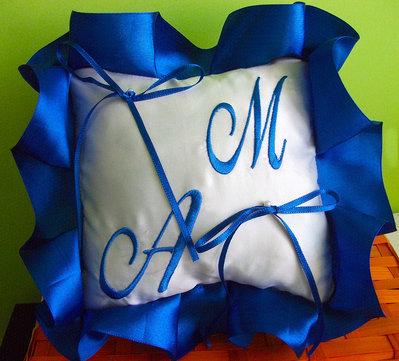 Cuscino fedi cuscinetto portafedi volant raso ricamo personalizzato iniziali sposi