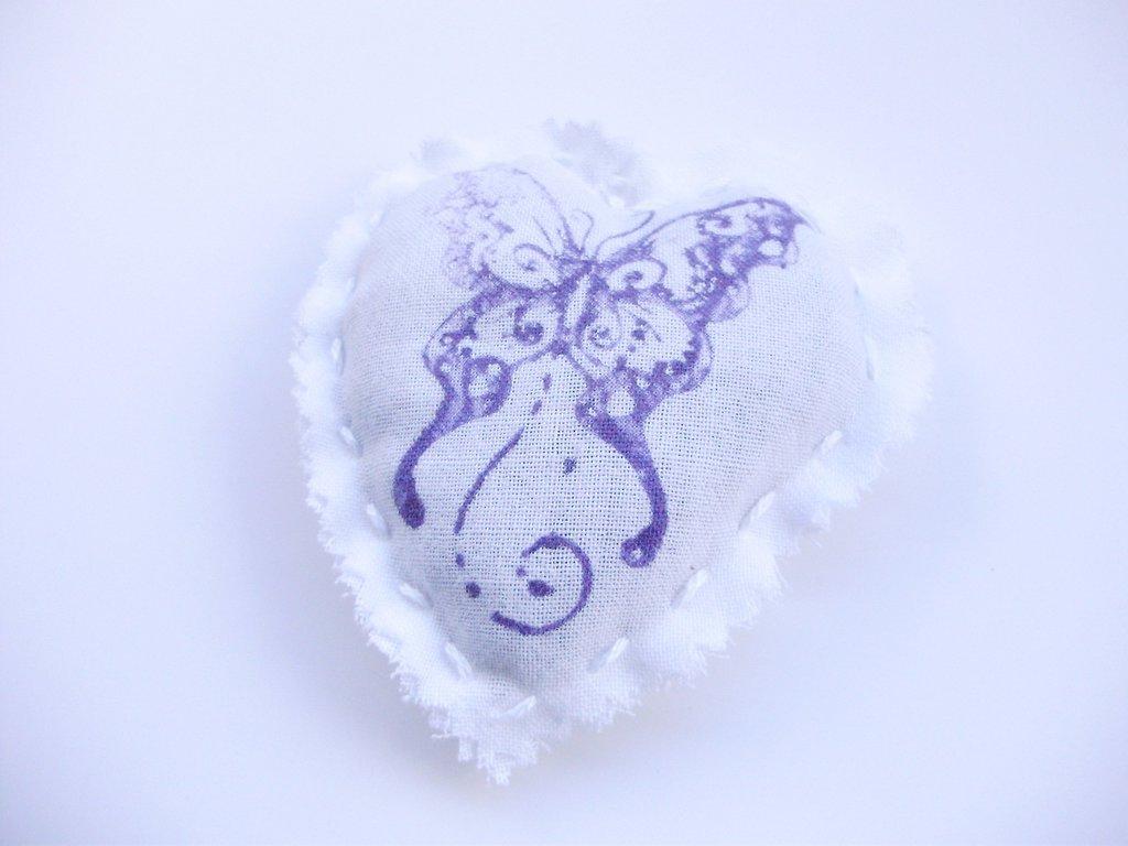PROFUMA BIANCHERIA CUORE in tela di cotone stampato con timbro e colori per tessuto, cucito a mano, interamente handmade