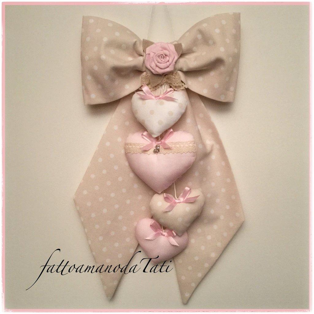 INSERZIONE RISERVATA PER MIRIAM Fiocco nascita in cotone color tortora a pois bianchi con rosellina rosa e 4 cuori nei toni del rosa e tortora