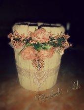 Vasetto in legno decorato