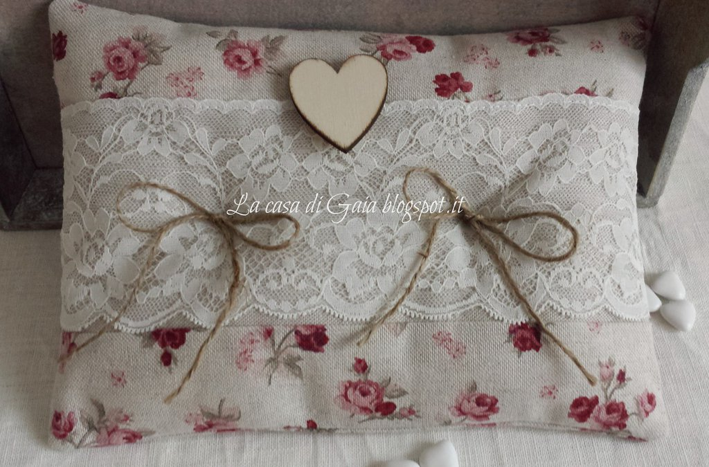 Cuscino porta fedi con roselline e pizzo valencienne