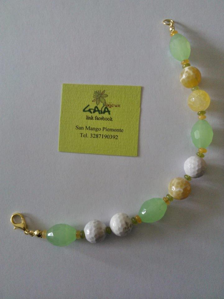 Bracciale con barilotti agata verde acido e palline agata di fuoco gialla