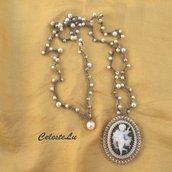 Collana a uncinetto con perle cerate  e pendente  putto