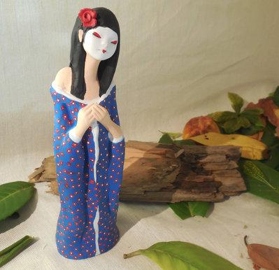 Statua di geisha in terracotta