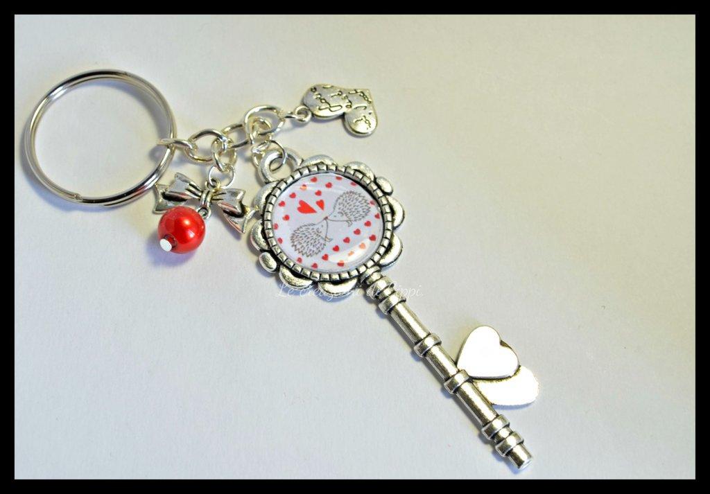 Portachiavi chiave con cabochon ricci innamorati color argento.