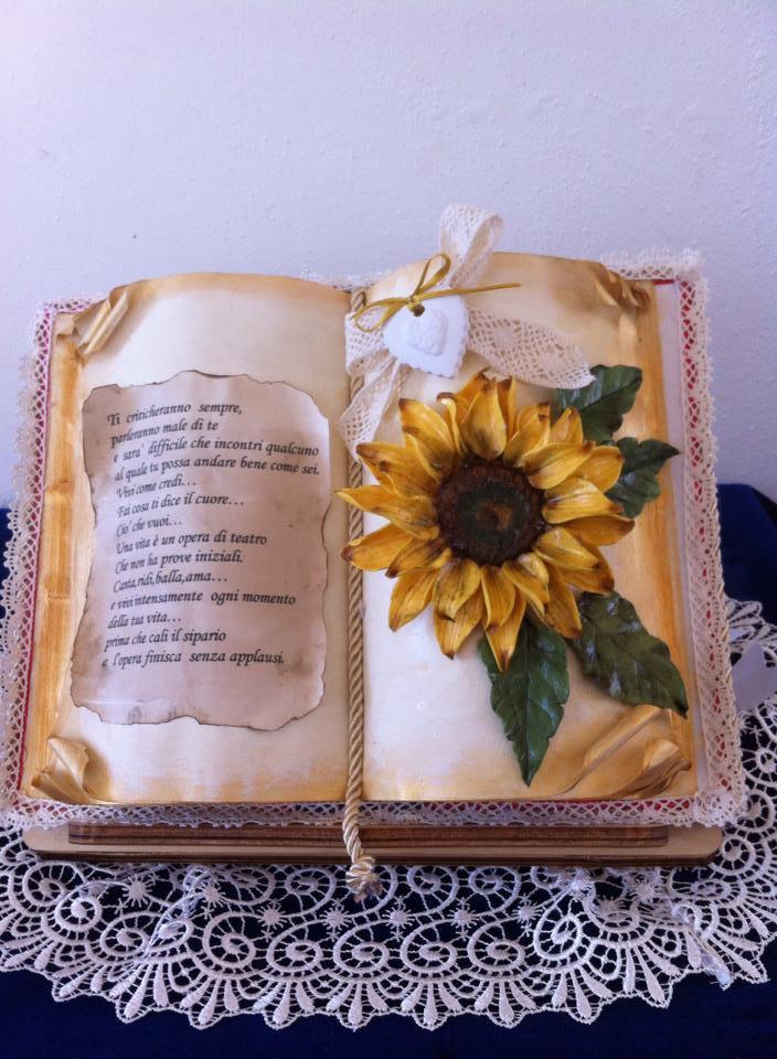 Originale libro con decorazione in porcellana fredda e dedica personalizzata