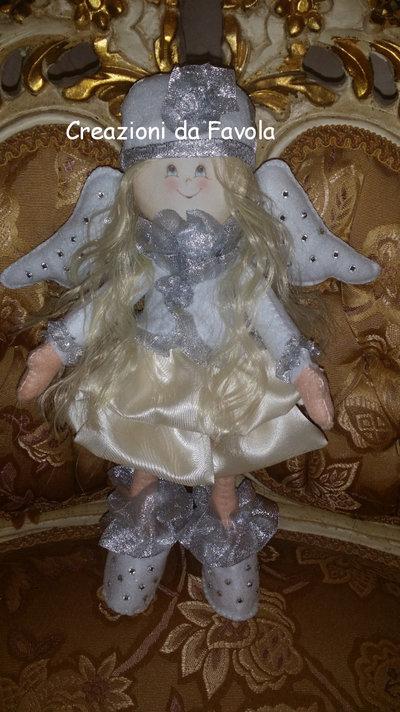 Bambolina ad angelo
