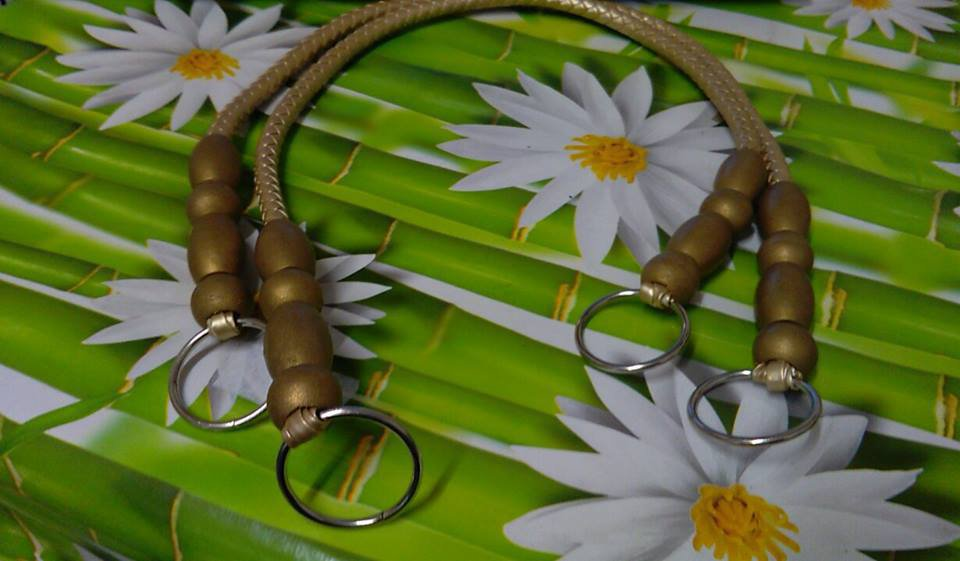 coppia di manci similpelle con perle di olivo oro