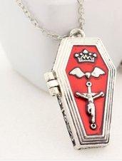 Collana tono argento con ciondolo bara apribile gotico idea regalo