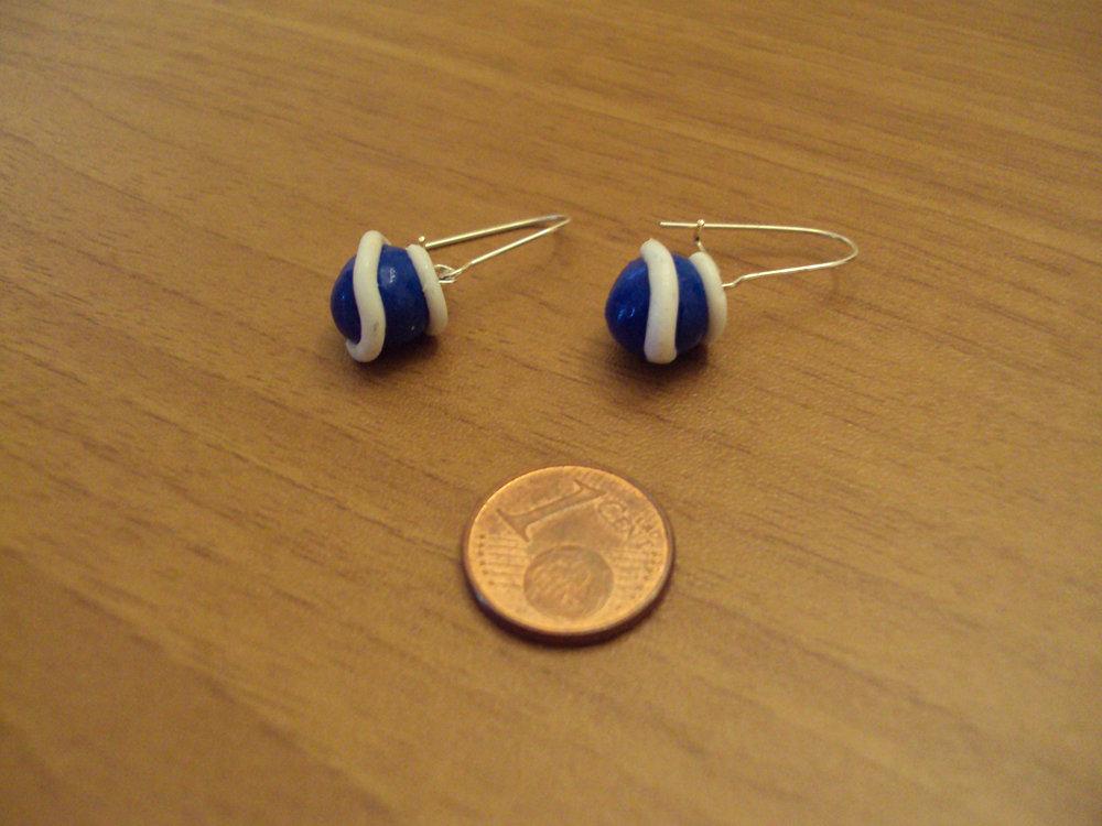 Orecchini palline con spirale blu-bianco