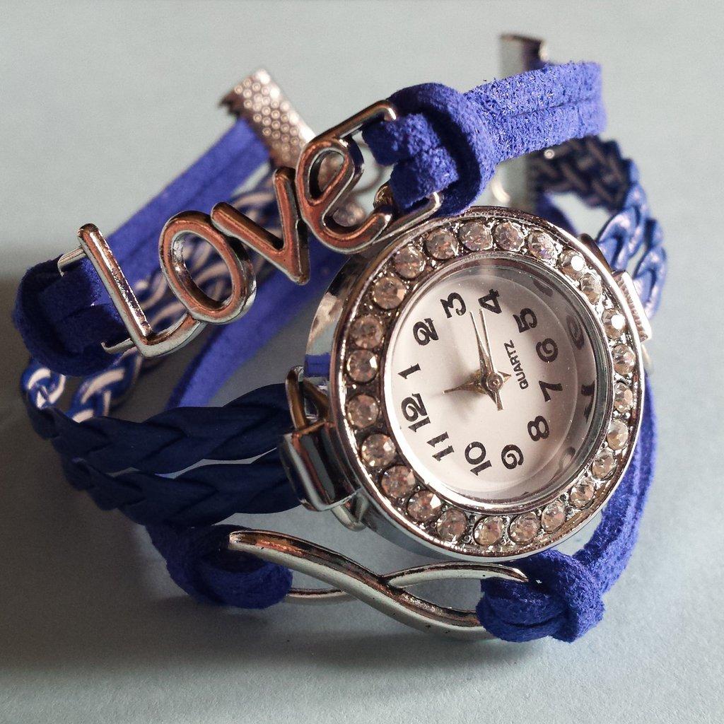 Bracciale Alcantara blu con orologio strass e charms love
