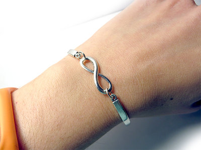 Bracciale Infinito da donna semi rigido con in metallo argentato bangle
