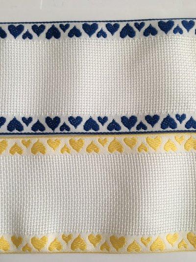 Bordino a Trama Aida Bianca h. 7 cm con cimosse con cuoricini gialli o blu