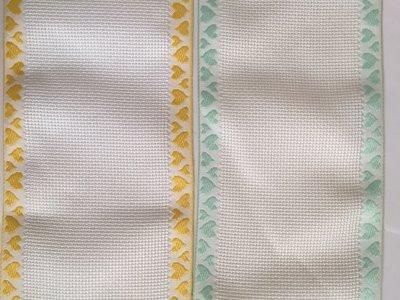 Bordino a Trama Aida Bianca h. 10 cm con cimosse con cuoricini verdi o gialli