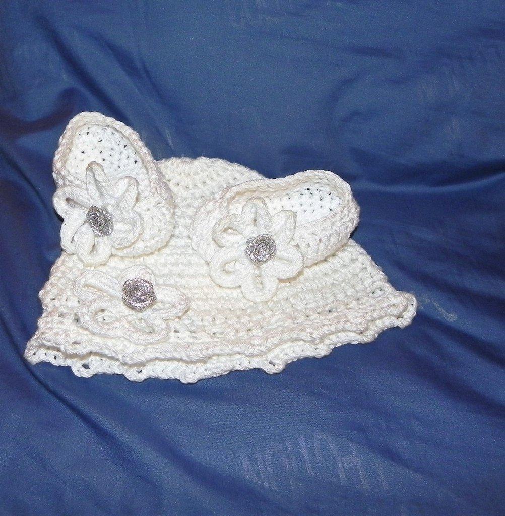 Cappellino e scarpette bambina bianco fatto a mano in COTONE BIANCO  ideale per battesimo