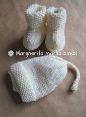Completo berretto e stivaletti in lana merino superwash bianco panna -  fatti a mano