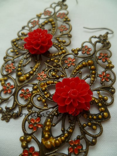 ORECCHIN GIPSY con base filigrana e fiore in resina colore rosso