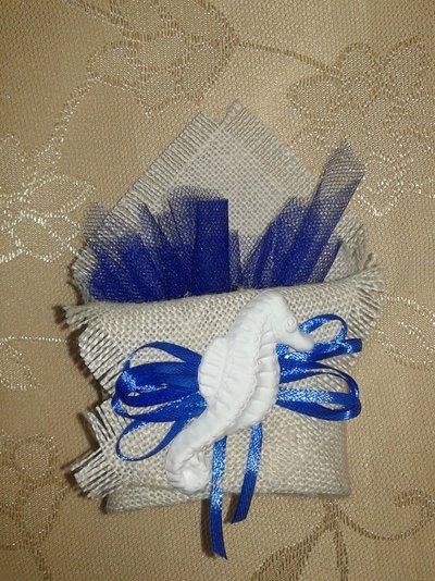 Bomboniera bustina origami in juta con gessetto tema mare