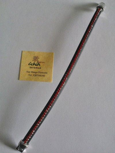 Bracciale in caucciù nero con catena di strass rossi inserita al centro