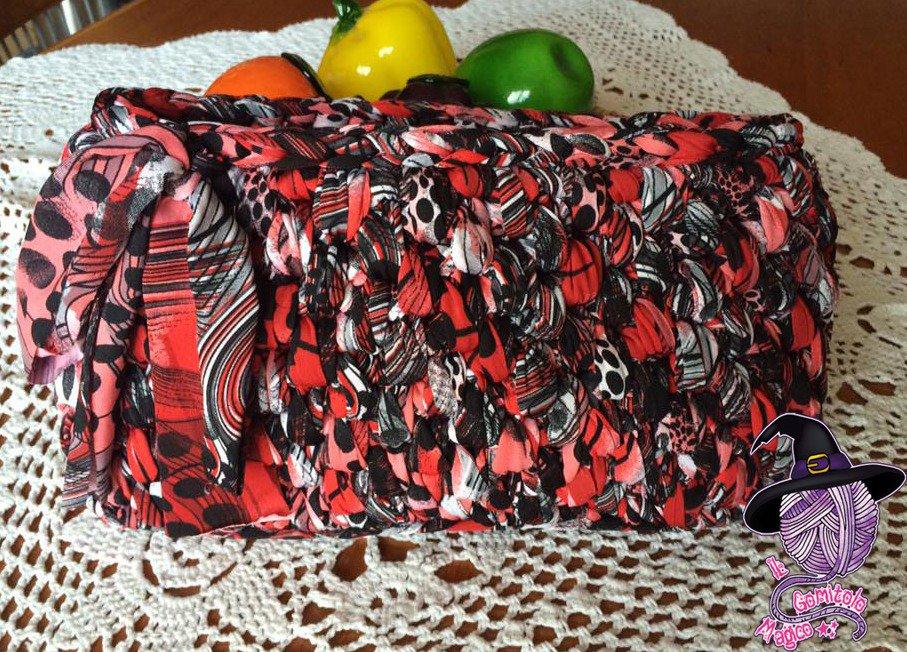 Pochette in fettuccia rossa, nera e bianca