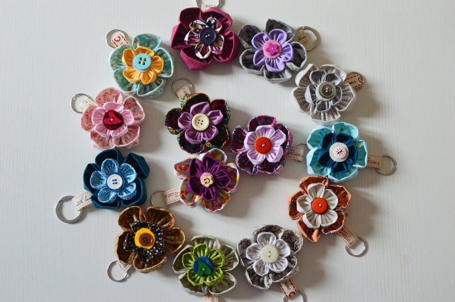 Portachiavi in stoffa e feltro a forma di fiore