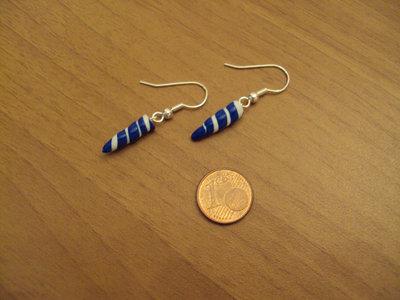 Orecchini torciglioni a punta blu-bianco