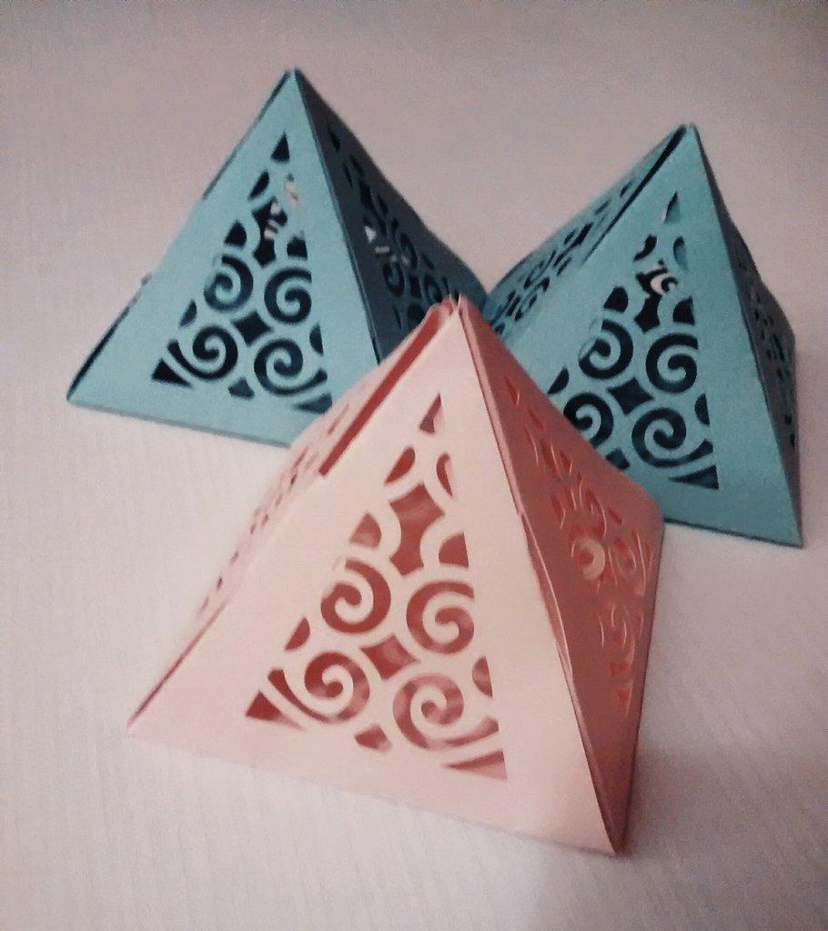 7 scatole piramidali fustellate per battesimo, matrimonio e....