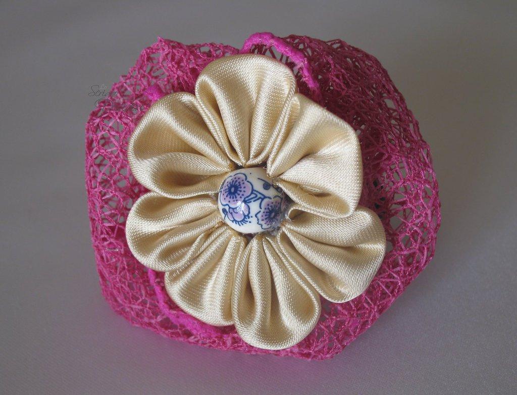 Elastico Fermaglio per capelli con fiore Kanzashi Beige e perla in ceramica
